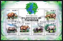 RHINOS/ RHINOCÉROS - Rinoceronte De Sumatra, Ano Internacional Das Florestas - Mozambique 2011 // Private Issue - Fdc - Rhinozerosse