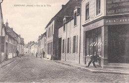 CPA SISSONNE (02) RUE DE LA VILLE - ANIMEE - Sissonne