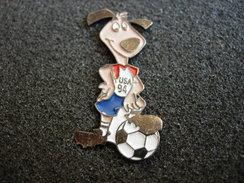 PIN´S  FOOTBALL MASCOTTE USA 94 - Football