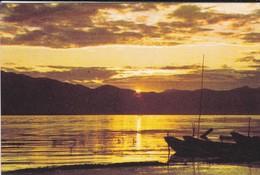 ASIE--CHINE-CHINA--erhai Lake At Sunrise---voir 2 Scans - Chine