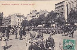 CPA Animée (31) TOULOUSE Place Esquirol Le Régiment Qui Passe Attelage Ane Baudet Donkey - Toulouse