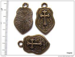 5 Breloque Bouclier Croix Des Templiers Pattée Blason En Métal Bronze Recto-verso Belle Qualité Environ 24x14mm   Croix - Perles