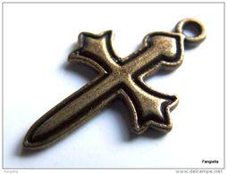10 Breloque Pendentif Croix Glaive Bronze Belle Qualité Environ 26x16mm   Jolie Croix Templière En Forme D'épée - Perles