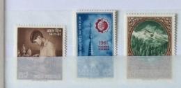 India 1961 SG 437,8,9,440,441, 443, 444 445 SINGLE SETS MNH Last Stamp Is MLH - Inde