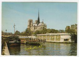 {77929} 75 Paris , Notre Dame Et La Seine ; Péniche , Bateau Mouche - Notre Dame De Paris
