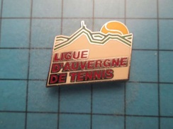 Sp11 Pin's Pins / TENNIS LIGUE D'AUVERGNE Fouchtra Bougnat !!!  , Belle Qualité ;  Marquage Au Dos : --- - Tennis