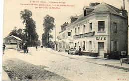 CPA - EVREUX (27) - Aspect De L'Avenue De Caen Et De L'Hôtel De La Croix D'Or Au Début Du Siècle - Evreux