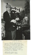 RALLYE MONTE CARLO - L'ECOSSAIS DOUGLAS MACLEOD JOUE DE LA CORNEMUSE - PHOTO DE PRESSE 22.01.58 - Automobile