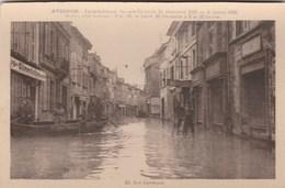 CPA 84 AVIGNON INONDATIONS 1936 RUE CARRETERIE BARQUE ANIMEE - Avignon