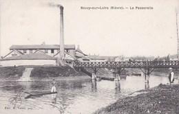 58 NEUVY Sur LOIRE  Homme En BARQUE Maisons USINE CHEMINEE Près De La PASSERELLE Timbre 1911 - France