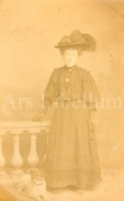 Photo Ancien / Foto / Femme / Woman / Large Hat / England - Personnes Anonymes