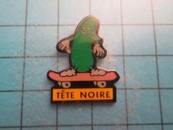 SP12 Pin's Pins / Rare ,  TETE NOIRE CORNICHON FAISANT DU SKATE-BOARD C'est Bien Une Activité De Cornichon , Je Confirme - Skateboard