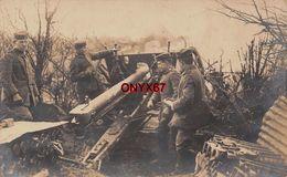 Carte Postale Photo Militaire Allemand CANON En Batterie  Pas De TIR En Position-Obus -Guerre 14/18-Krieg - Manoeuvres
