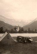Petite Photo Originale Camping Et Side-Car, Canadienne Et Paysage Montagnard Sous La Neige - Cyclisme