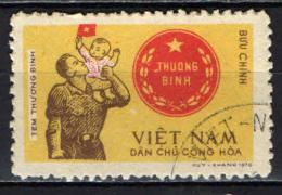 VIETNAM DEL NORD - 1973 - MILITARE E BAMBINO - USATO - Vietnam