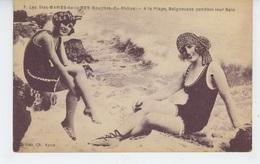 LES SAINTES MARIES DE LA MER - A La Plage, Baigneuses Pendant Leur Bain - Saintes Maries De La Mer