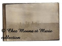 WWI - SOLDATS ALLEMANDS AVEC CASQUE A POINTE - VISANT AVEC CANON - ALLEMAND - PHOTO MILITAIRE 8.5 X 6 CM - War, Military