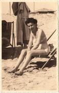 FOTO D'EPOCA ORIGINALE -ANNI 50 -DONNA IN SPIAGGIA  (130817) - Pin-ups