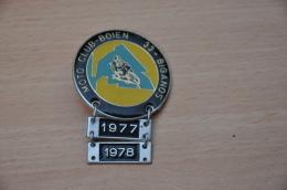 REF M1  : Médaille Souvenir Broche Moto Rassemblement Moto Club BOIEN 33 BIGANOS 77 78 - Motos