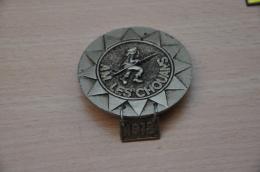 REF M1  : Médaille Souvenir  Moto Rassemblement Moto Club Les Chouans 1978 - Motos