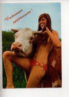 REF 290  : CPSM Pin Up Vachement Appétissante Vache Bikini - Pin-Ups