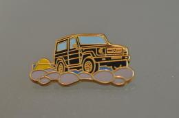REF M1  : Pin's Pin ARTHUS BERTRAND : Theme Automobile Mercedes 4 X 4 - Arthus Bertrand