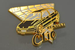 REF M1  : Pin's Pin ARTHUS BERTRAND : Theme Automobile Renault CLIO NOIR - Arthus Bertrand