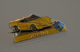 REF M1  : Pin's Pin  : Theme Automobile Miniature SOLIDO Corvette ? - Corvette