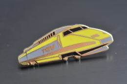 REF M1  : Pin's Pin  : Theme Train Chemin De Fer  : TGV Jaune - TGV