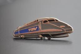 REF M1  : Pin's Pin  : Theme Train Chemin De Fer  : TGV Gris - TGV