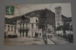 REF 296  : CPA 31 LUCHON Place Carayon Latour Et L'Eglise - Luchon