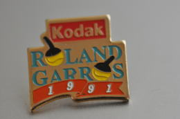 REF M3  : Pin's Pin  : Theme Photogaphie KODAK Roland GARROS - Fotografie