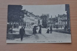 REF 299  : CPA 16 ANGOULEME Place Bouillaud Belle Animation Voir Verso - Angouleme
