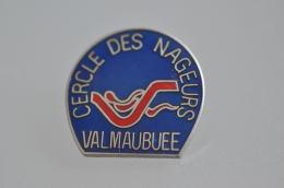REF M4  : Pin's Pin  : Theme Natation Cercle Des Nageurs Val Maubuée - Swimming