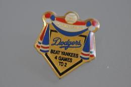 REF M4  : Pin's Pin  : Theme Sport Baseball Dodgers Beat Yankees - Baseball