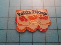 Pin415c Pin's Pins : Rare Et Belle Qualité ALIMENTATION / YAOURTS PETITS FILOIS YOPLAIT CERISE ABRICOT FRAISE FRAMBOISE - Alimentation