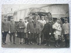 CARTE POSTALE PHOTO DANS GROUPE DE CONDUCTEURS FRANÇAIS DE CAMION GUERRE DE 14/18 - War 1914-18