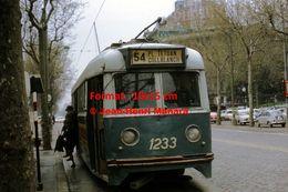 Reproduction D'une Photographie D'une Vue De Face D'un Tramway Ligne 54 Pl.Tetuan Collblanch à Barcelone En Espagne 1969 - Reproductions