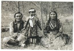 Indiens // Indiens De L'Amérique Du Nord // The Beaver Family - Indiens De L'Amerique Du Nord