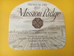 4747 - Mission Ridge Pemium Dry Red Canada - Etiquettes