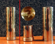 Bel étui Métallique De Sac à Main Pour Rouge à Lèvres - Sans Egal - Métal Doré - Perfume Miniatures