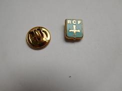 Petit Pin's En Zamac , Blason , RCF , Racing Club De France Football De Colombes - Football