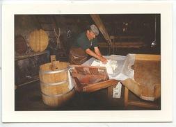 L'Aubrac : Un Buron (ed Pignol N°199 Cp Vierge) La Fabrication Du Fromage - Farmers