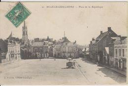 D72 - SILLE LE GUILLAUME - PLACE DE LA REPUBLIQUE - (CHIFFONS PEUAX PLUMES - ARMES ET CYCLES - CAFE) - Sille Le Guillaume