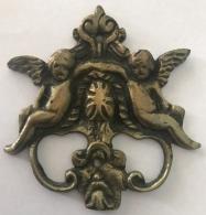 Garniture, Ancien Ornement De Meuble En Laiton. - Ferronnerie