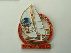 Pin´s VOILIER LADA POCH IV - LOÏCK PEYRON - Boats