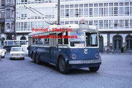 Reproduction D'une Photographie D'un Trolley Bus  Ligne 10 Puerta Real Los Mallos à La Coruna En Espagne En 1972 - Reproductions