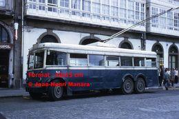 Reproduction D'une Photographie D'un Trolley Bus  Ligne 10 Puerta Real Los Mallos à Un Arrêt à La Coruna En Espagne 1972 - Reproductions