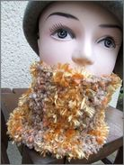 Snood Tour De Cou En Laine Et Polyester Dominance Orange Marron  Il Mesure Environ 46x18cm. - Bijoux & Horlogerie