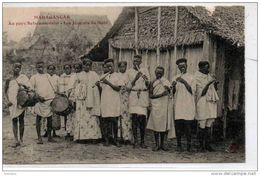 Afrique MADAGASCAR  Au Pays Betsimisaraka  Les Jouers De Flute - Madagascar